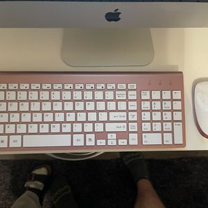 WIRELESS KEYBOARD AND MOUSE for Sale in Clovis, CA