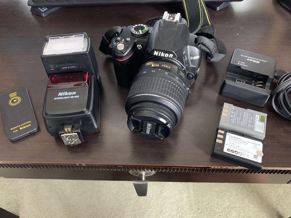 Nikon D3000 DSLR Camera w/ Speed-Light