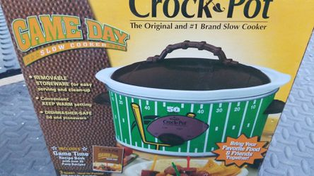 Game day slow cooker crock pot for Sale in Lakewood,  CA