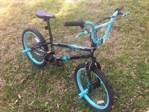 Razor Aura Girls BMX Freestyle Bicycle (20IN) W/ PEGS for Sale in Bowie, MD