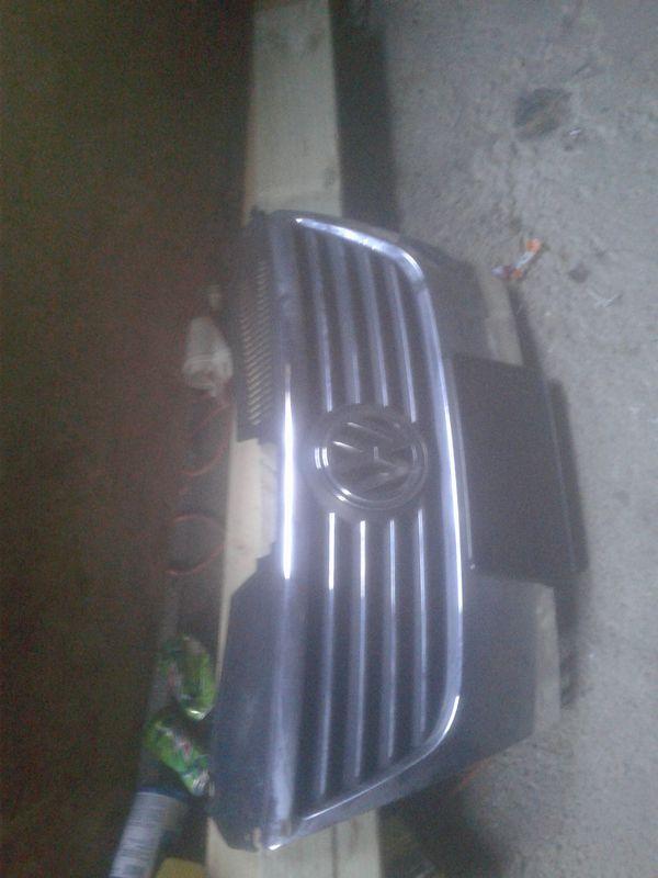 2009 Volkswagen Passat Grille
