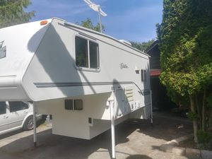 "Citation supreme 10'6"" camper for Sale in Edmonds, WA"