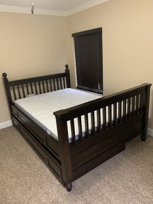 2 Full size beds and 2 dressers for Sale in Dearborn, MI