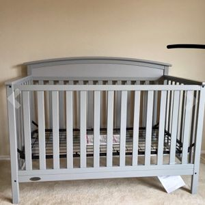 Graco 4-1 Crib for Sale in Somerville, MA
