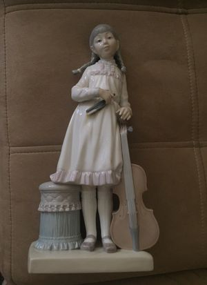 Porcelain Figurine girl with a Violin by LLadro(Broken Bow) for Sale in Pompano Beach, FL