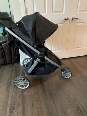 Britax B Safe Ultra Travel System includes (Baby mirror and Remote) for Sale in Englewood, CO
