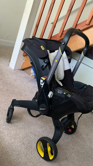 Doona car seat with base for Sale in Manassas, VA