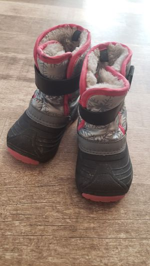 Snow boots kid, size 6 for toddler for Sale in Alexandria, KY