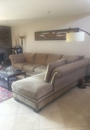 Sectional sofa for Sale in Palm Desert, CA