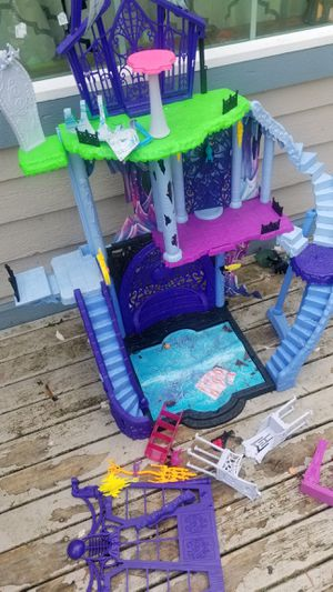 Monster high doll house for Sale in Covington, WA