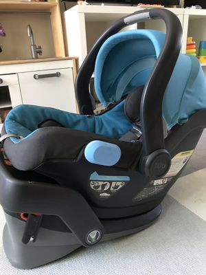 UPPAbaby MESA Infant Car Seat with base for Sale in Los Angeles, CA
