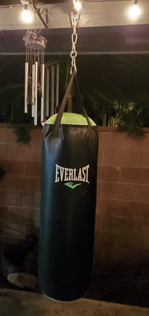 Everlast 60 lbs. Heavy bag for Sale in Lomita, CA