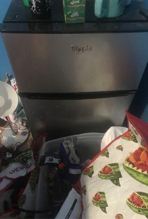 WirlPool Mini Refrigerator for Sale in Escondido, CA