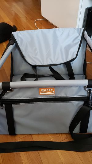 Wopet dog safety car booster seat (like new) for Sale in Queens, NY