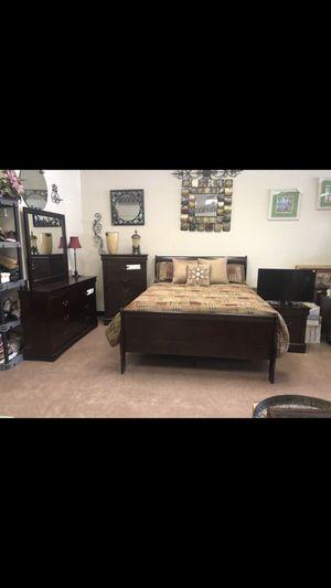 Queen bedroom set for Sale in Greensboro, NC