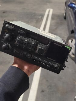 1999 Tahoe Stock Radio Replacement for Sale in Bellevue,  WA