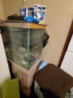 90 gallon fish tank +stand and filters for Sale in Kansas City, MO
