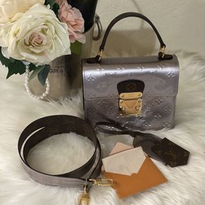 Louis Vuitton SPRING STREET Taupe for Sale in Costa Mesa, CA