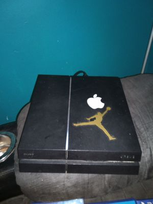 PS4 console with PS4controller and PS4 games with it for Sale in Davenport, IA