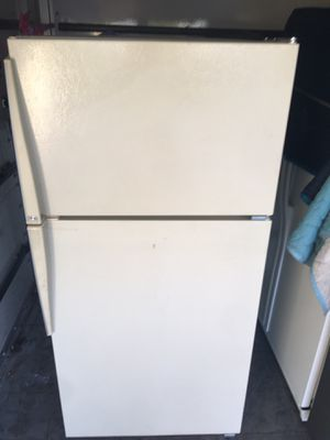 Refrigerator for sale (free delivery valley wide)😁👌 for Sale in Phoenix, AZ