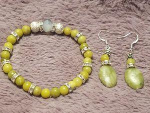 Green serpentine stoned bracelet and earring set for Sale in Philadelphia, PA