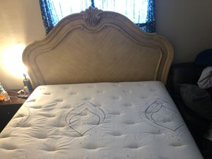 King headboard and footboard and mattress box spring for Sale in Lauderhill, FL