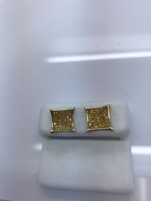 10k yellow gold earrings new for Sale in Renton, WA