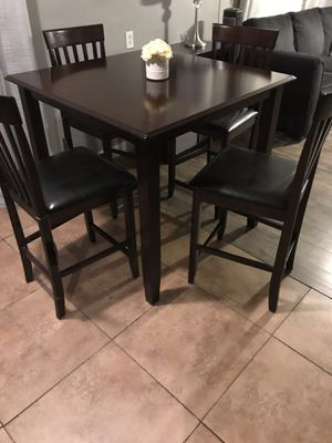 BEAUTIFUL TABLE 4 LEATHER CHAIRS EXCELLENT CONDITION LIKE NEW for Sale in Chandler, AZ