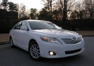 MY Toyota Camry 2010 White 2.5 LXE ! FWDWheelsss for Sale in Sioux Falls, SD