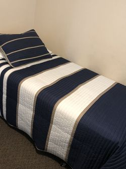 Twin Box spring, Mattress And Comforter Set for Sale in Yorba Linda,  CA