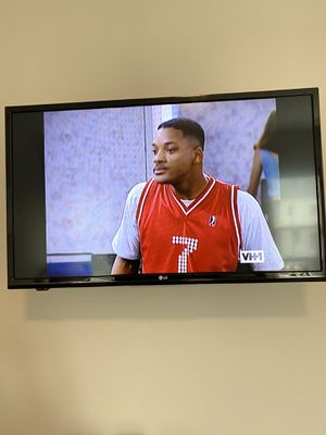 32 inch LG tv for Sale in Fort Washington, MD
