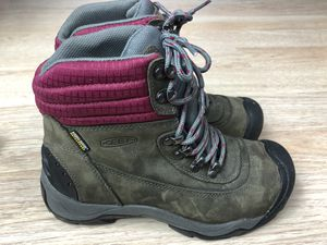 KEEN Revel II Women's Waterproof Cold Weather Hiking Boots SZ 6.5 Trail Mid for Sale in San Leandro, CA