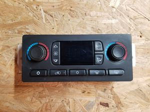 03-06 GM Digital Dual HVAC AC Heat Control Switch In Excellent Condition. for Sale in Gonzales, LA