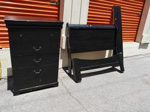 Used brown full sz bed frame and dresser for Sale in Nashville, TN