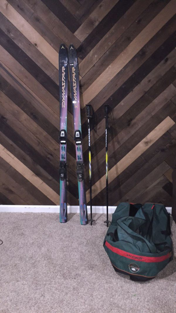 2 pairs of Salomon Skis