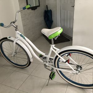 Woman's White Bicycle for Sale in Miami, FL