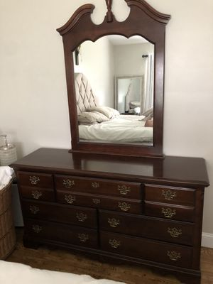 Matching queen bedroom set for Sale in Town and Country, MO