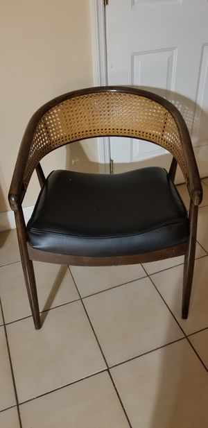 Vintage style accent chair for Sale in Miami, FL