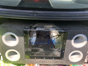 650 wats a piece 2 10 inch speakers in box for Sale in Alexandria, LA