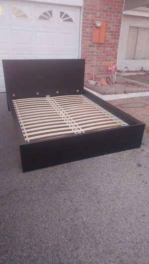 Black queen size bedframe in excellent condition for Sale in Las Vegas, NV