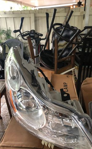 2009 infinity g35 sedan RH and LH headlight assembly for Sale in Miami Gardens, FL