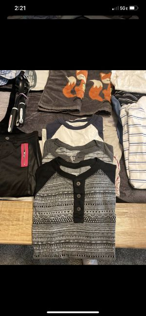 Clothes free for Sale in Hesperia, CA
