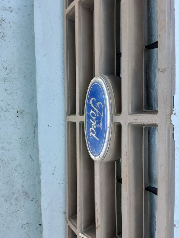 Old ford grill 15$