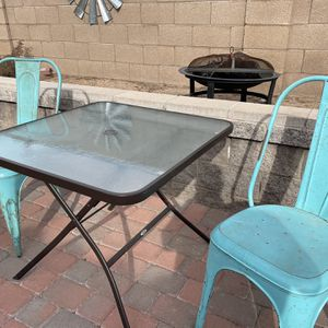 Patio/ backyard table and 2 chairs for Sale in Peoria, AZ