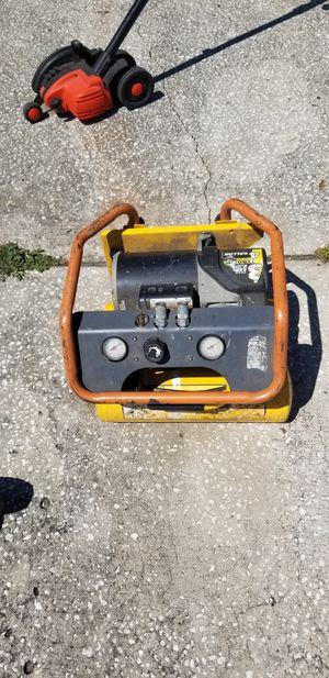 3hp 4 gallon compressor for Sale in Orlando, FL