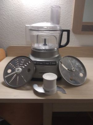 11 cup Kitchenaide food processor with 3 blades. Black and Decker blender for Sale in Houston, TX