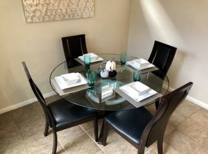 "54"" Round Dining Table Set for Sale in Bend, OR"