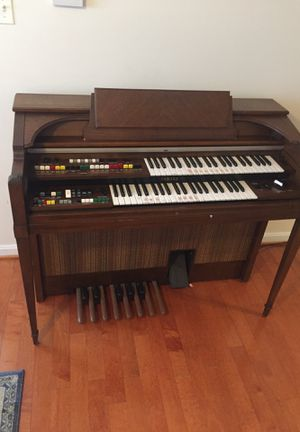 Yamaha wooden electric piano for Sale in Centreville, VA