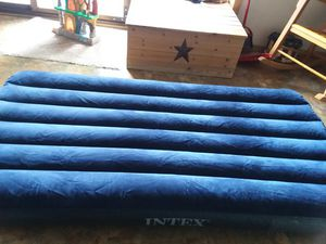 Twin size air mattress and electric pump for Sale in Huntingdon, PA