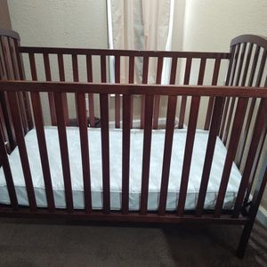 Crib and changing table with drawers for Sale in Gray Court, SC